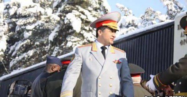 タジクメディア:反抗的な将軍ナザルゾダが撤退