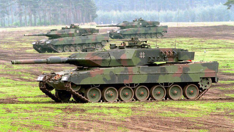 """Carro armato russo """"Armata"""" T-14 contro il """"Leopardo"""" tedesco: chi vincerà?"""