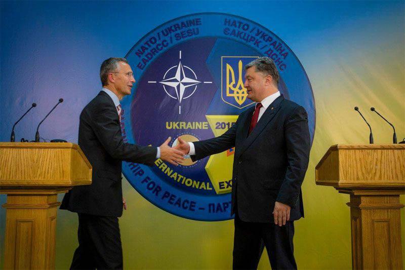 Poroschenko traf Stoltenberg und erklärte während der Pressekonferenz mit Bedauern, dass sie nicht bereit sind, die Ukraine in das Bündnis mit der NATO aufzunehmen.