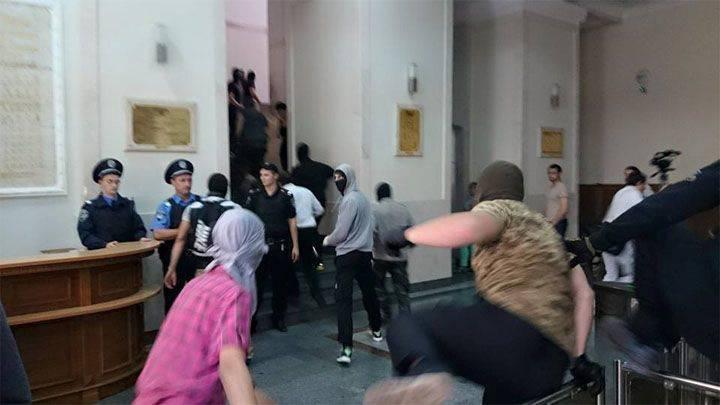 """Masken zeigen """"Azov"""" in Kharkov"""