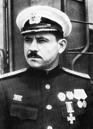 """Le commandant du capitaine """"Frunze"""" 3 a rang Eroshenko V.P."""