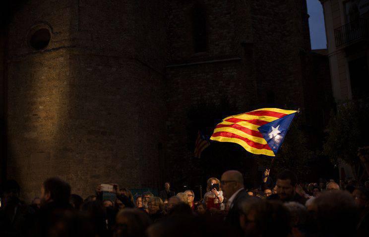 대부분의 카탈로니아 인들은 스페인으로부터 탈퇴에 반대했다.