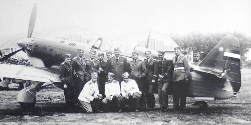 Pilotes de l'armée de l'air du Royaume de Yougoslavie à l'avion de chasse IK-3, année 1940