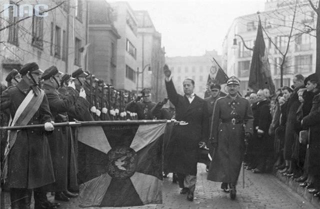 Geçmişin Hayalleri: Üçüncü Reich ve Polonya SSCB'ye karşı