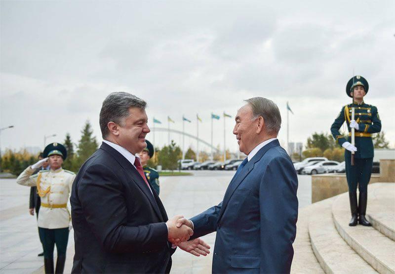 """Prima della sua visita in Kazakistan, Poroshenko ha accusato la Russia di """"destabilizzare la situazione nel mondo"""""""