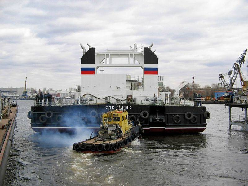 A new floating crane arrived at Kamchatka to service the Borey project submarines