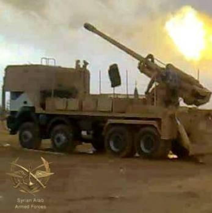 叙利亚军队使用安装在梅赛德斯4140上的远程大炮