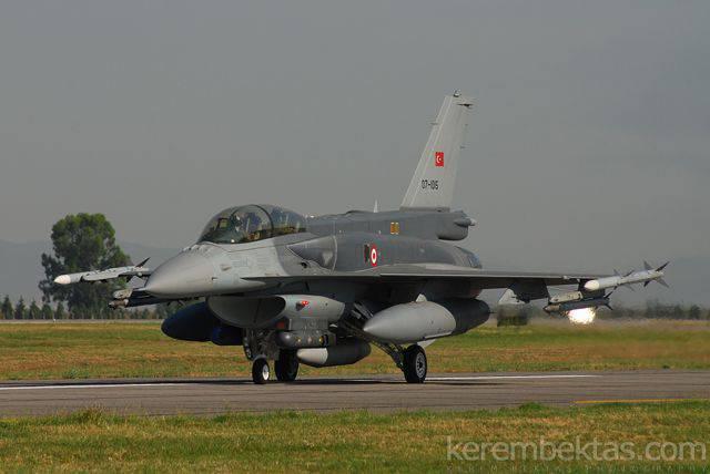 土耳其总参谋部:土耳其飞机击落了该国东部一架身份不明的飞机