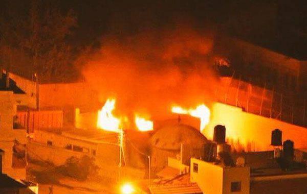 Palestinos lanzaron botellas incendiarias con un santuario judío en Cisjordania