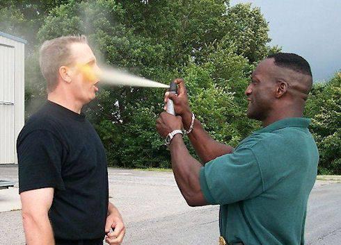 Spray gazeux pour l'autodéfense urbaine