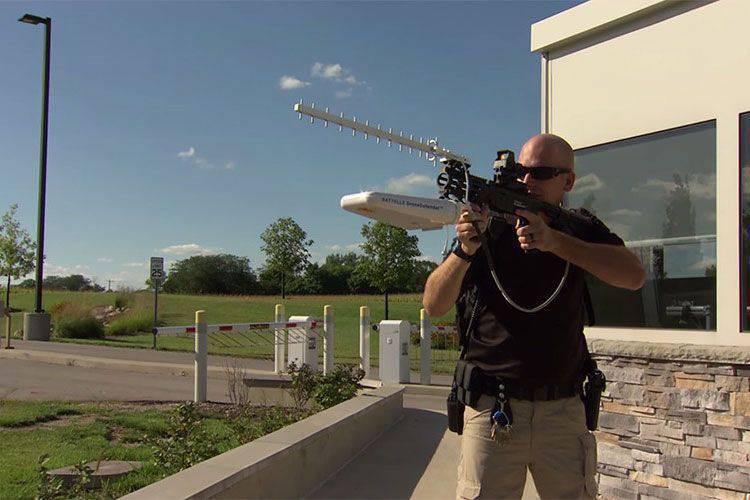 La compagnia Battelle ha introdotto il fucile DroneDefender per combattere i droni