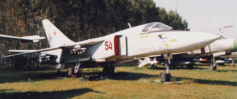 Su-24 프론트 라인 폭격기의 서비스 및 전투 사용. 1 부