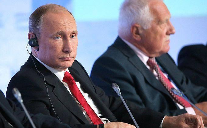 """Vladimir Putin fala no Clube Valdai: """"O apoio de alguns países de golpe de Estado no Oriente Médio levou a uma explosão e aumentou os riscos para o mundo inteiro""""."""
