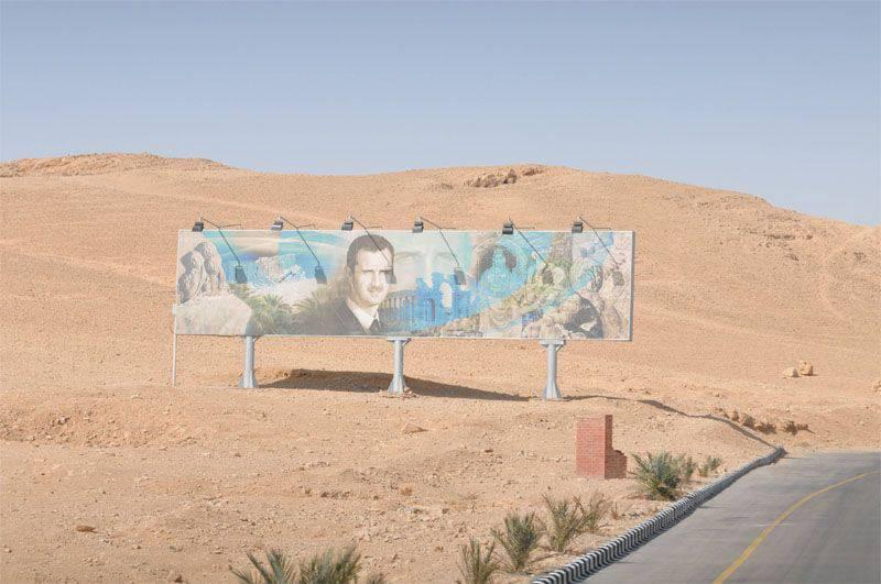 シリアの武装勢力が、ダマスカスとオムズ間の高速道路の長距離を管理しました。