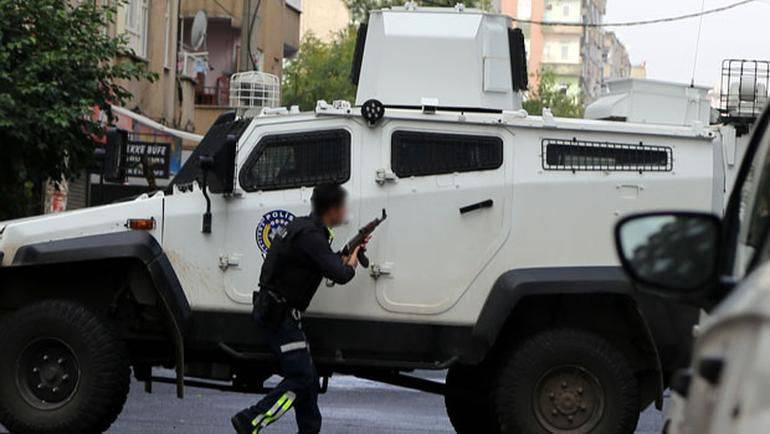 Los oficiales de policía turcos están luchando con los terroristas de ISIS en el sureste del país