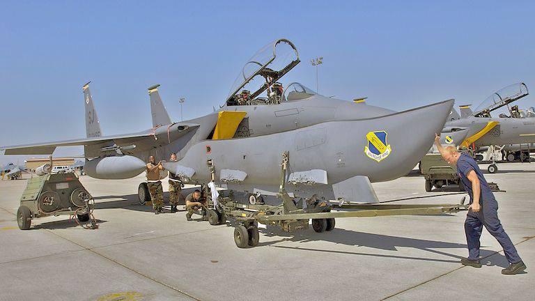 F-15E vs. SU-34. Chi è meglio?