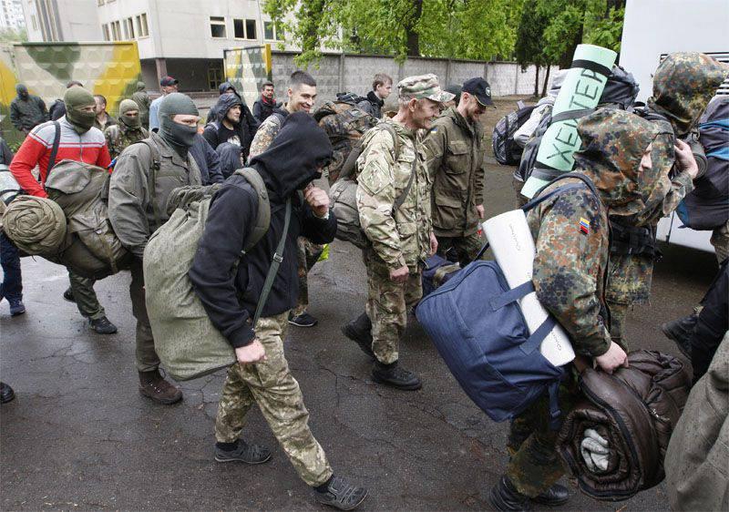 Médias: des marchands d'armes de l'Ukrainien Azov détenus à Moscou