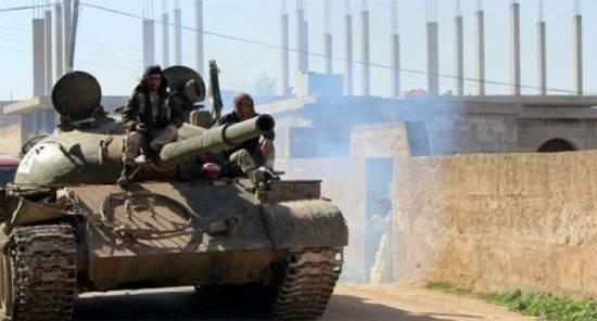 Exército sírio combate rua lutando em Aleppo