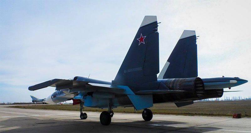 Su-30CM에있는 러시아 흑해 함대 항공 구조물의 재 장비 과정이 최종 단계에 진입했습니다.
