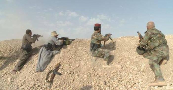 ISIS過激派によって保持されているクルド人の民兵がシンハールのイラクの都市に入った