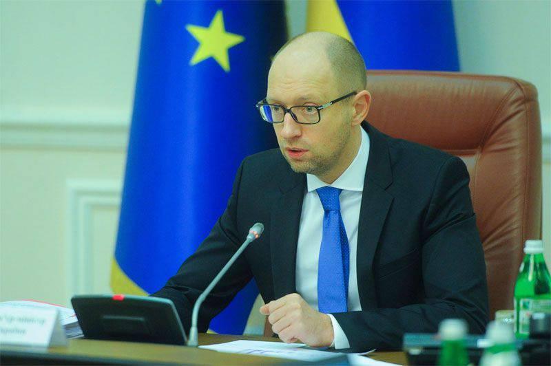 Nuovo atto nel teatro dell'assurdo. Yatsenyuk minaccia la Russia in caso di rifiuto di ristrutturare il debito 3 miliardesimo dell'Ucraina