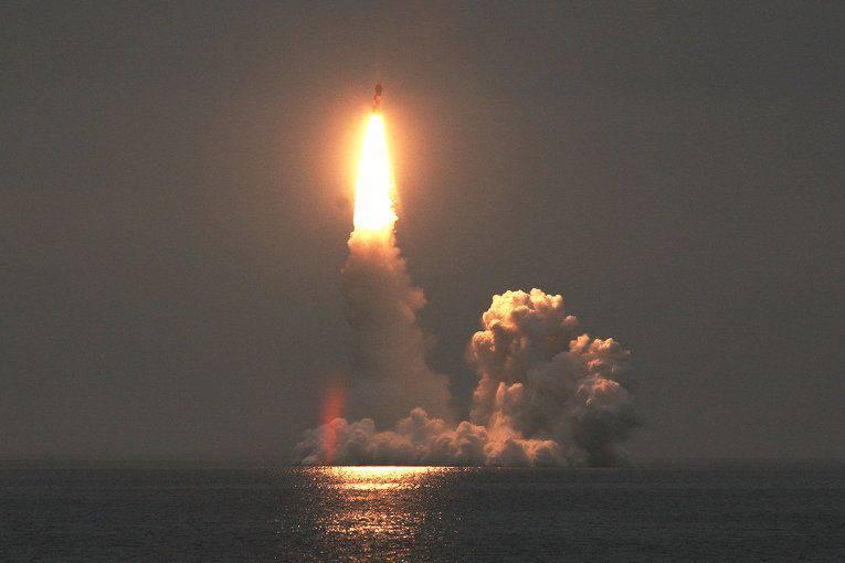 初めて、BulavaミサイルがウラジミールMonomakhから発射されました