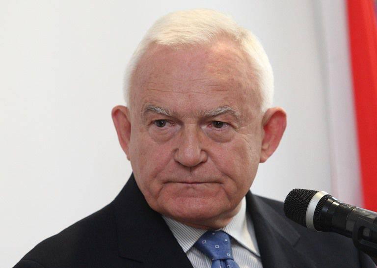 "Polish ex-prime minister: Merkel is ""Europe's biggest pest"""
