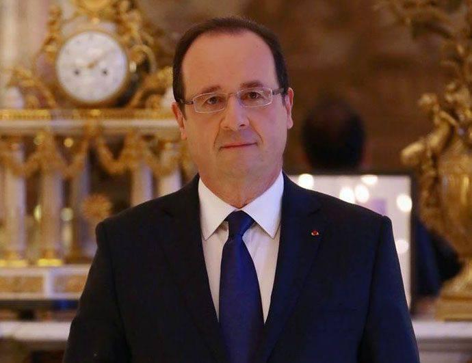 Hollande, terörle mücadele için Fransa anayasasını revize etmeyi önerdi