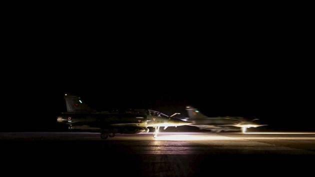 फ्रांसीसी वायु सेना ने नए आतंकवादी हवाई हमले शुरू किए