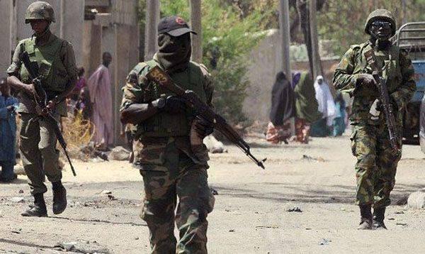 나이지리아시의 시장 폭발로 32 사람들의 삶이 바뀌었다.