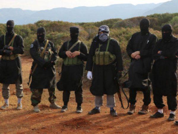 Al-Raqqi的一名居民告诉新闻机构,IS武装分子试图离开这座城市