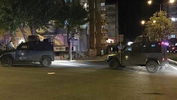 Forças de segurança turcas realizam operações especiais na fronteira com a Síria