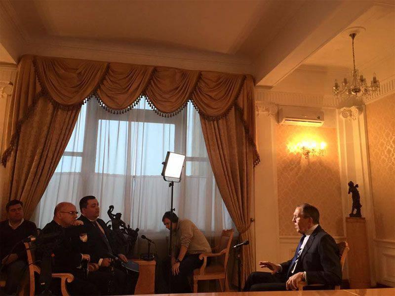 """谢尔盖·拉夫罗夫(Sergey Lavrov)对西方试图降低铁幕的尝试:"""" ...他们可以捏自己一些东西"""""""