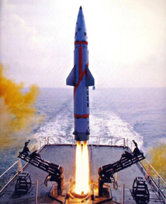 Misil balístico Dhanush probado en la India