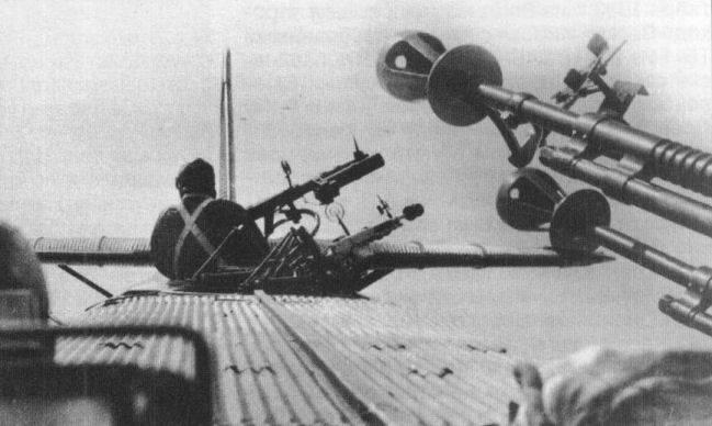 26 November, 1925, sein erster Flug wurde von TB-1 (ANT-4) durchgeführt