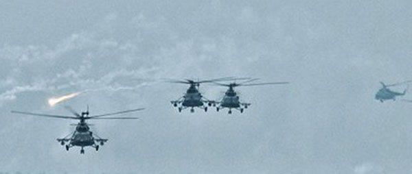 Pamir üzerinde uçaksavar manevraları Mi-8MTV ve Mi-24P yapıldı.