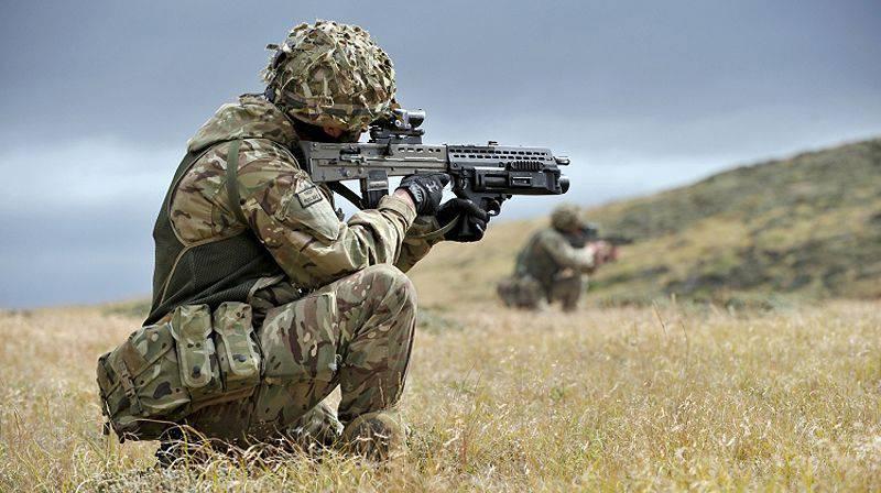 普遍的な兵士とその装備。 1の一部