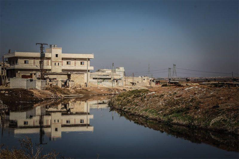 Flugzeuge der amerikanischen Koalition bombardierten Wasserversorgungs- und Wasseraufbereitungsanlagen in Aleppo