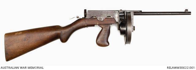 经验丰富的冲锋枪Evelina Owen(澳大利亚)