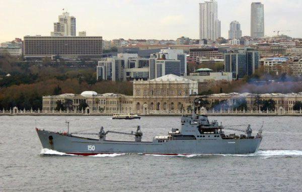"""トルコ人は、ボスポラス海峡を通過するときにBDK """"Saratov""""が """"guest""""フラグを立てなかったことに不幸です"""