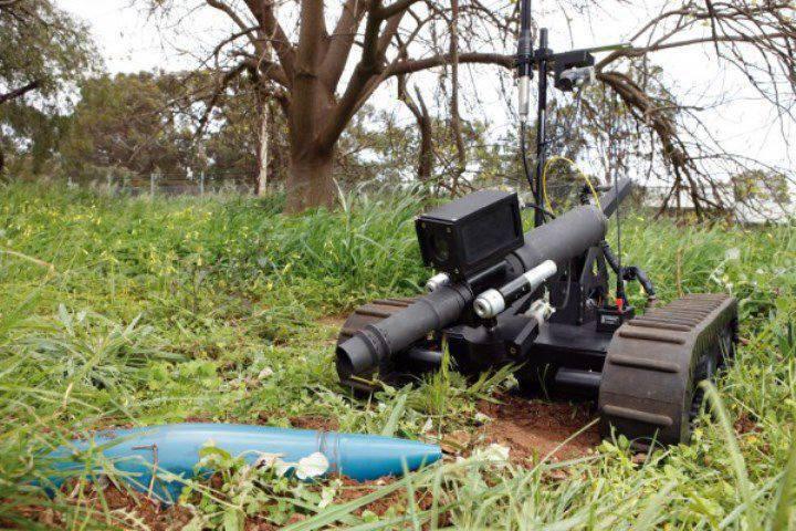 中国人开发了一个机器人三人组:侦察兵,炮手和工兵