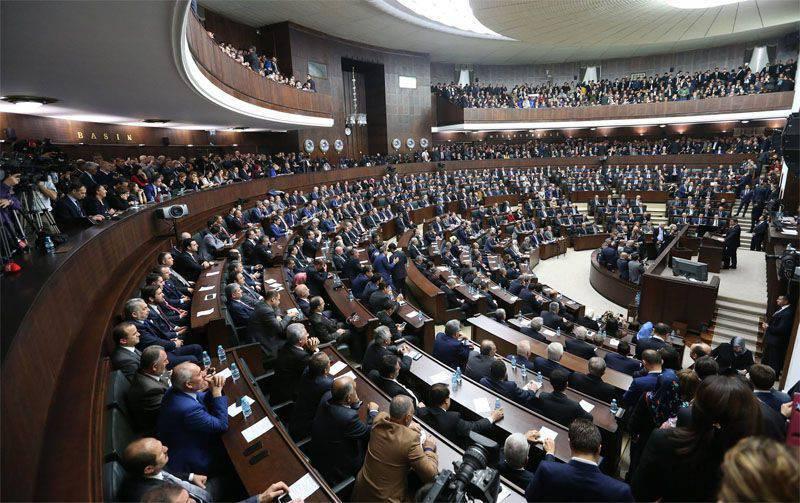 तुर्की की संसद में प्रदर्शन के साथ