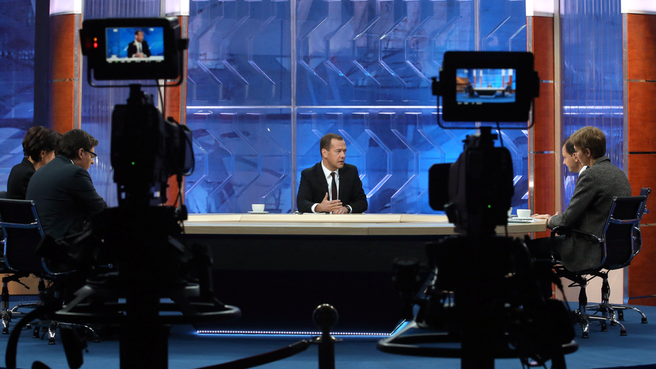 Dmitry Medvedev answered questions from journalists from five television channels