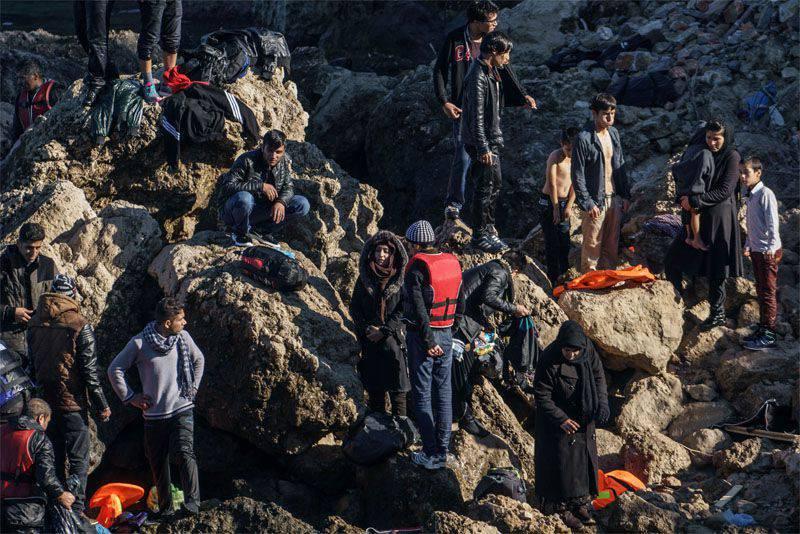 """유럽 연합은 """"난민의 흐름을 통제""""하기 위해 유럽 국경 군단을 만들기로 결정했습니다"""