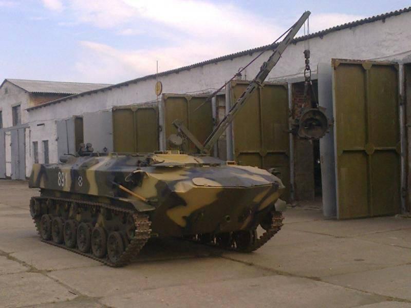 Veículo de recuperação blindado BREM-D