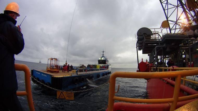Rusya Federasyonu FSB'sinin sınır servis botu ve Rusya Federasyonu Karadeniz Filosunun füze botu, sondaj kulelerinin taşınmasını engelleyen Türk bayrağının altındaki gemiyi rotayı değiştirmeye zorladı