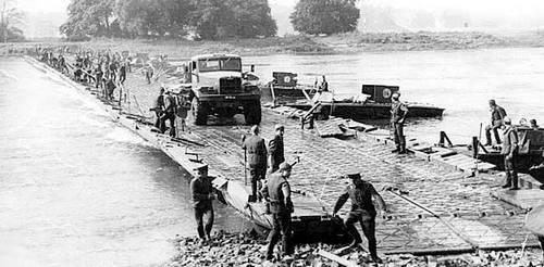 Freundschaftsbrücke über den Amu Darya: sozusagen. Aus der Geschichte von 16 separates Ponton-Brücken-Regiment