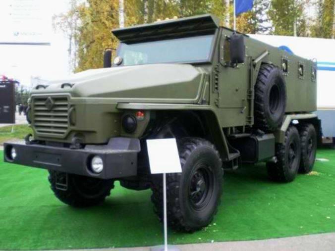 車「ウラルVV」は内部軍隊に入り始めます