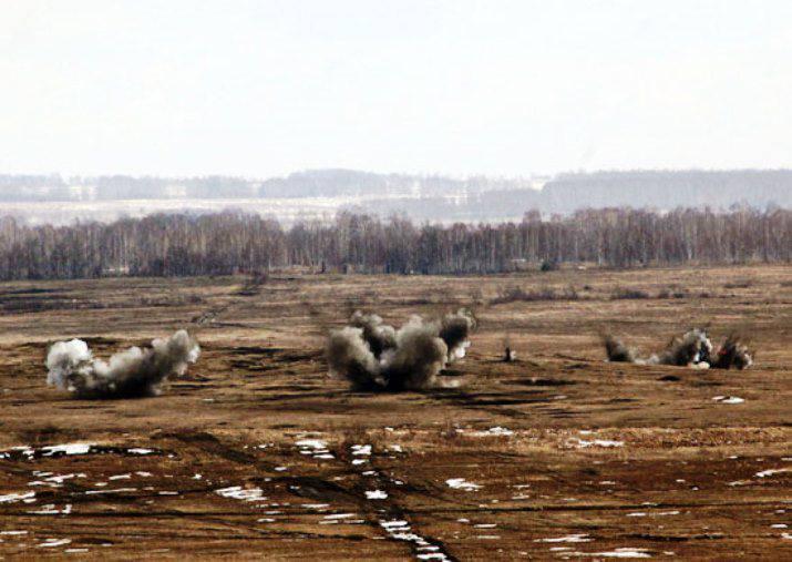 """In der Region Orenburg, Live-Schuss der MLRS """"Grad"""" und Selbstfahrer"""