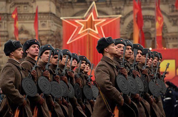Devrim tarihi: Kızıl Ordu'da nasıl bir kızıl yıldız ortaya çıktı